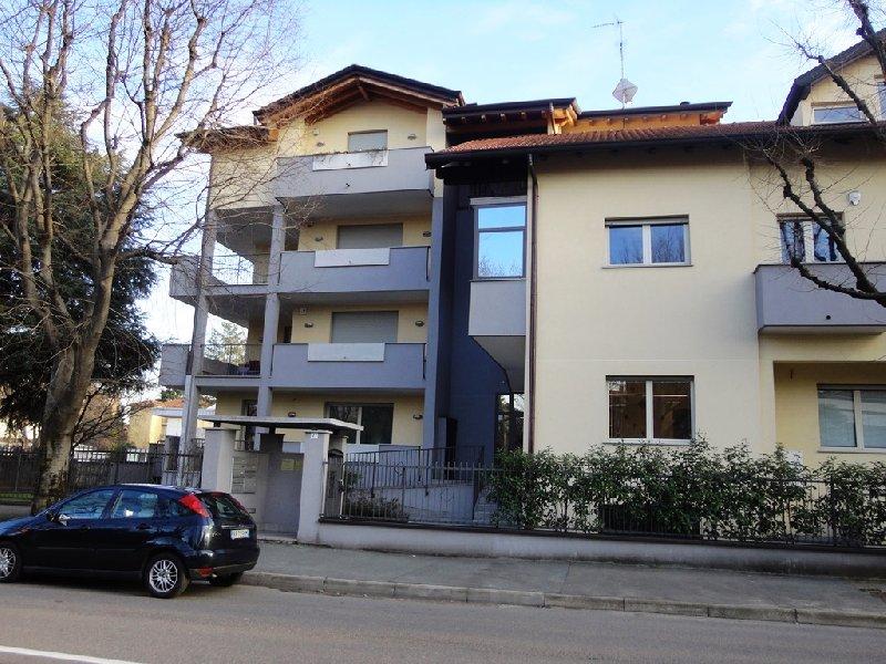 Appartamento in vendita a Legnano, 4 locali, zona Zona: Flora, prezzo € 299.000 | Cambio Casa.it