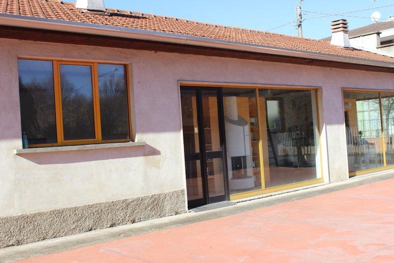 Immobile Commerciale in vendita a Caronno Pertusella, 2 locali, prezzo € 150.000 | Cambio Casa.it