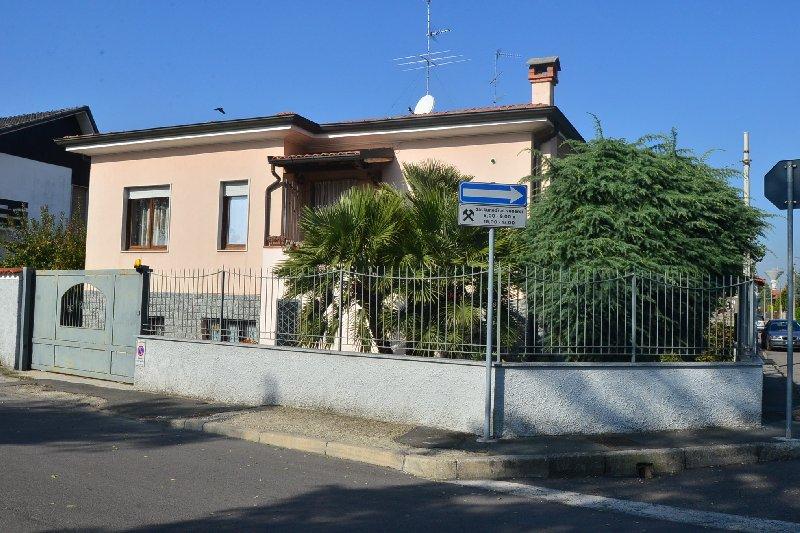 Villa in vendita a San Giorgio su Legnano, 3 locali, prezzo € 320.000 | Cambio Casa.it
