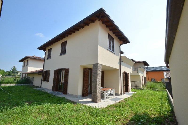 Villa in vendita a Busto Arsizio, 4 locali, zona Zona: Cimitero, prezzo € 450.000 | Cambio Casa.it