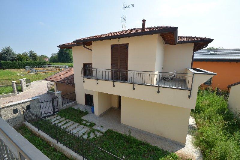 Villa in vendita a Busto Arsizio, 4 locali, zona Zona: Cimitero, prezzo € 475.000 | Cambio Casa.it