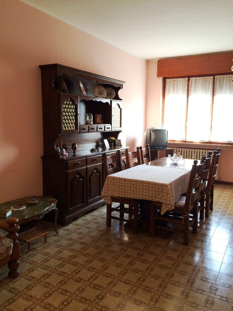 Appartamento in affitto a Villa Cortese, 3 locali, prezzo € 500 | CambioCasa.it