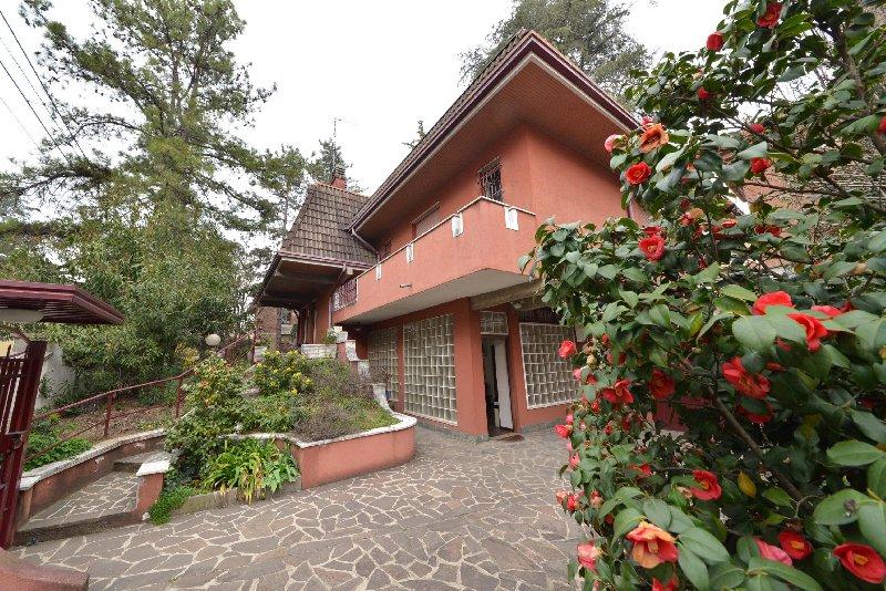Villa in vendita a Legnano, 7 locali, zona Zona: Legnarello, prezzo € 550.000 | CambioCasa.it