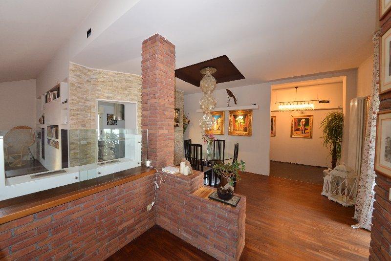 Attico / Mansarda in vendita a Legnano, 4 locali, zona Zona: Flora, prezzo € 250.000 | Cambio Casa.it