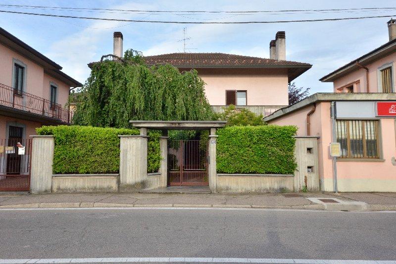 Villa in Vendita a Gorla Minore