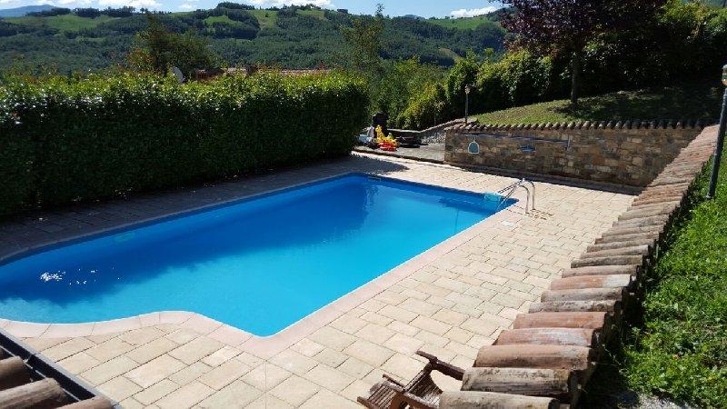 Soluzione Indipendente in vendita a Villa Minozzo, 7 locali, prezzo € 500.000 | CambioCasa.it