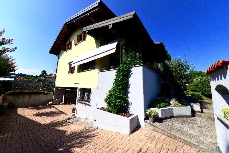 Villa in Vendita a Jerago con Orago