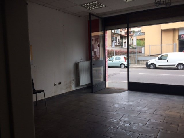 Negozio / Locale in affitto a Legnano, 2 locali, zona Zona: Legnarello, prezzo € 900 | Cambio Casa.it