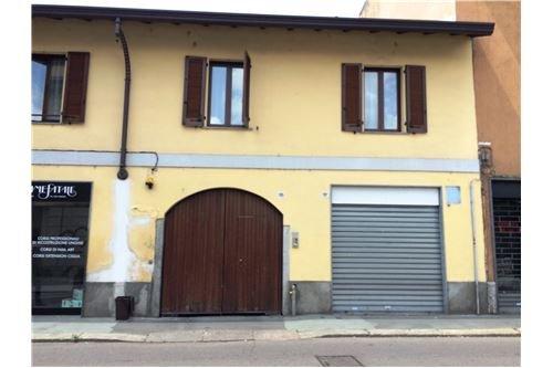 Negozio / Locale in affitto a Legnano, 2 locali, zona Zona: Centro, prezzo € 600 | CambioCasa.it