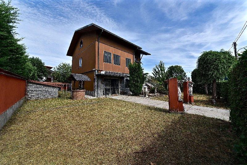 Villa in Vendita a Cerro Maggiore