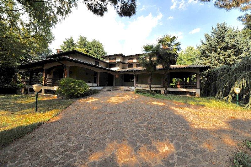 Villa Bifamiliare in vendita a Boffalora Sopra Ticino, 6 locali, prezzo € 900.000 | CambioCasa.it