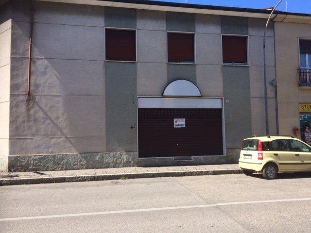Negozio / Locale in affitto a Parabiago, 2 locali, zona Zona: Ravello, prezzo € 700 | CambioCasa.it