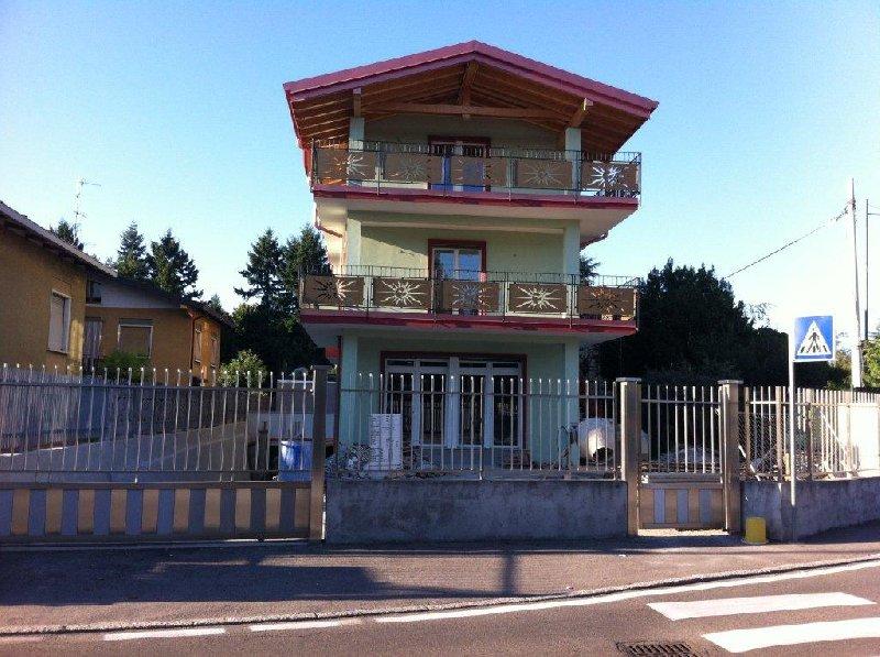 Palazzo / Stabile in vendita a Cardano al Campo, 9999 locali, prezzo € 650.000 | CambioCasa.it