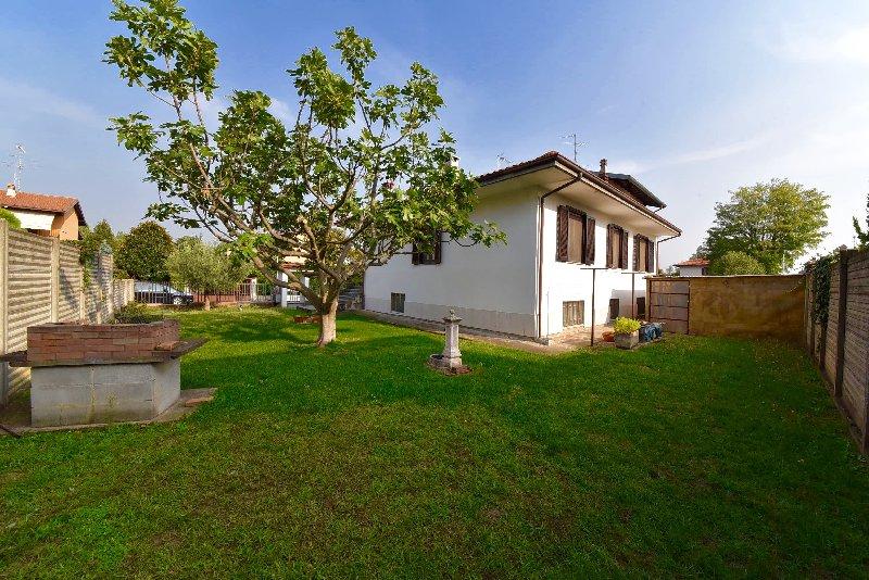 Villa in vendita a Dairago, 4 locali, prezzo € 269.000 | CambioCasa.it