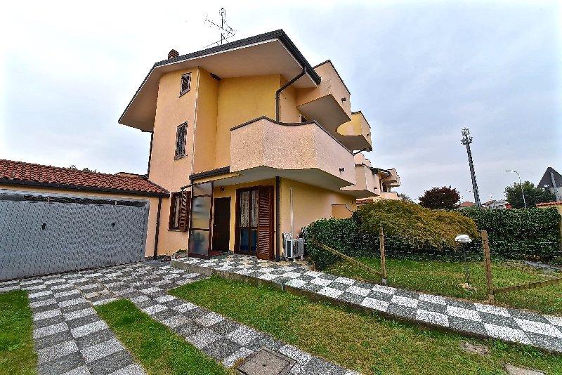 Villa a Schiera in vendita a Olgiate Olona, 4 locali, prezzo € 230.000 | CambioCasa.it