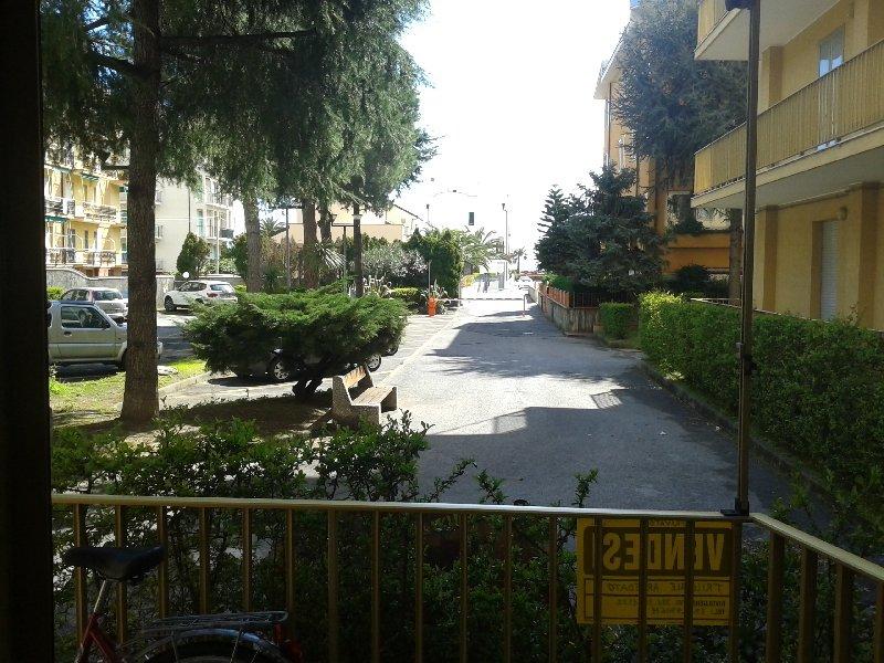 Bilocale Loano Viale 4