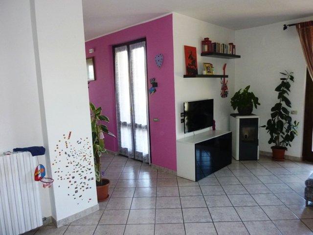 Soluzione Indipendente in vendita a Caronno Varesino, 15 locali, Trattative riservate | Cambio Casa.it