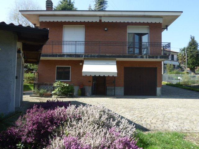 Villa in vendita a Carnago, 12 locali, prezzo € 430.000 | Cambio Casa.it