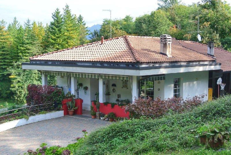 Villa Bifamiliare in Vendita a Cantello