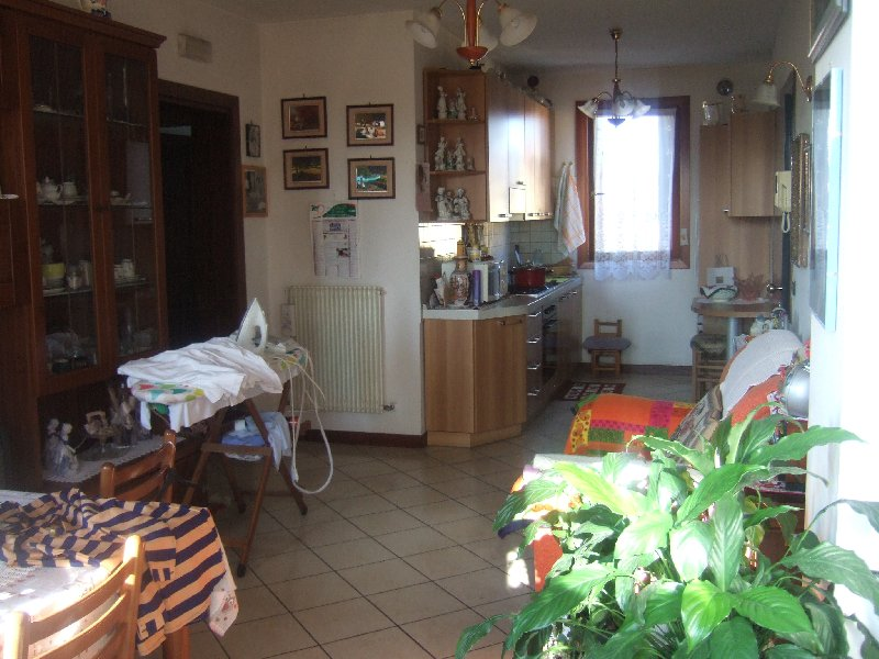 Appartamento in vendita a Meolo, 4 locali, prezzo € 108.000 | Cambio Casa.it