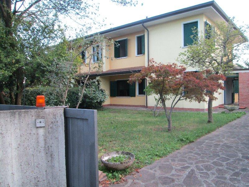 Villa Bifamiliare in Vendita a Paese