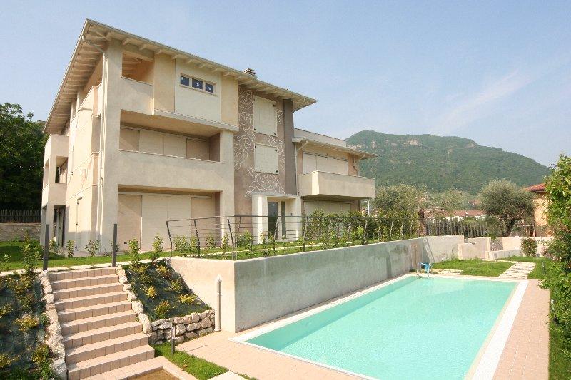 Attico / Mansarda in vendita a Salò, 5 locali, prezzo € 477.000 | Cambio Casa.it