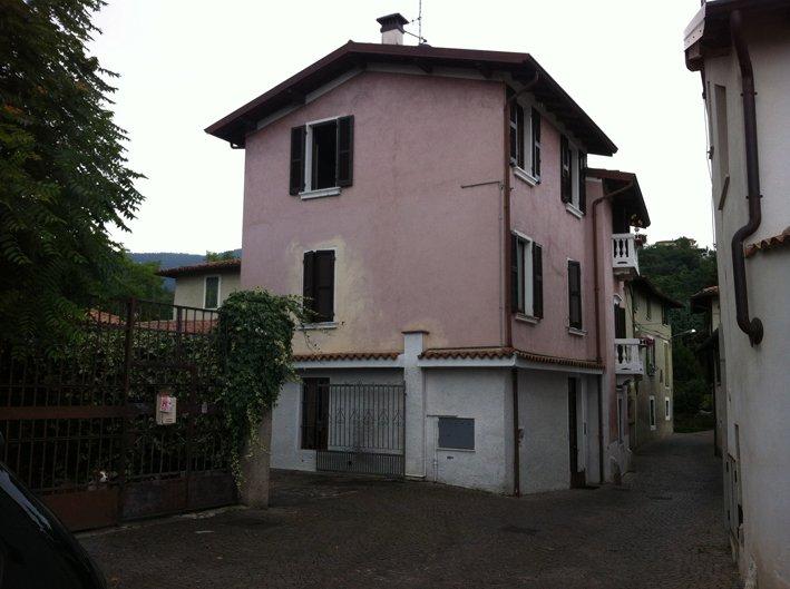 Soluzione Indipendente in vendita a Salò, 6 locali, zona Zona: Campoverde, prezzo € 400.000 | Cambio Casa.it