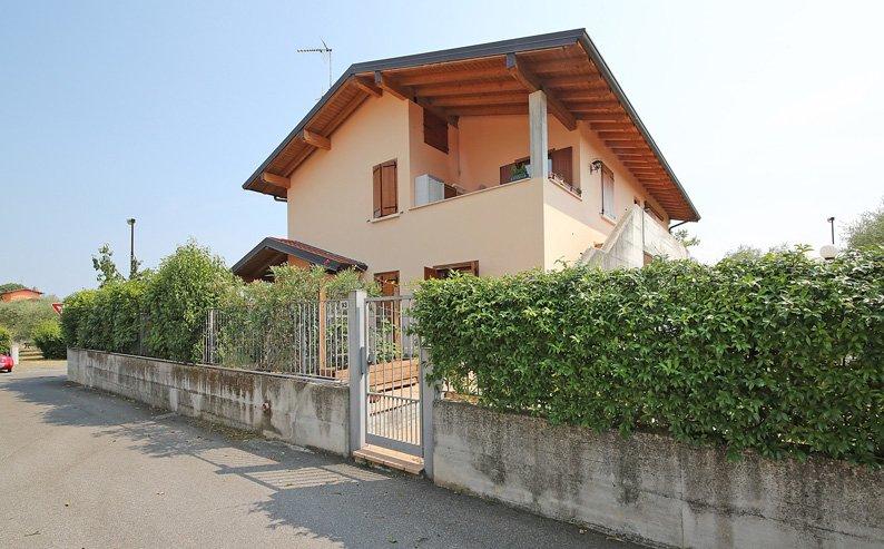 Appartamento in vendita a San Felice del Benaco, 6 locali, zona Zona: Portese, prezzo € 290.000 | Cambio Casa.it