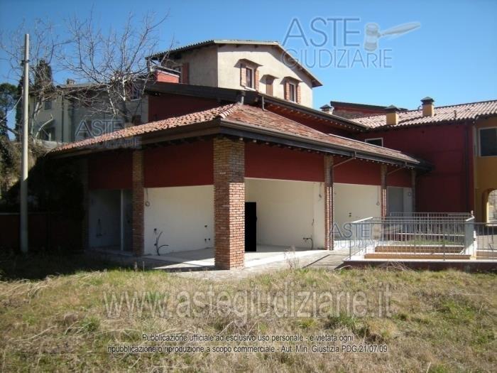 Appartamento in vendita a Salò, 3 locali, zona Zona: Villa, prezzo € 155.987 | Cambio Casa.it