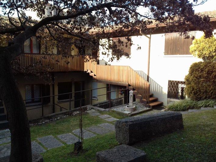 Appartamento in affitto a San Felice del Benaco, 3 locali, prezzo € 450 | CambioCasa.it