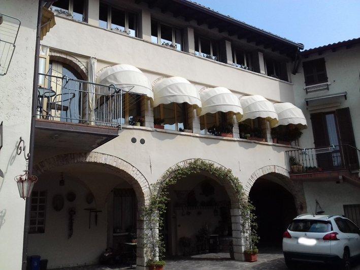 Appartamento in vendita a San Felice del Benaco, 6 locali, prezzo € 290.000 | Cambio Casa.it