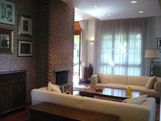 Villa in vendita a Selvazzano Dentro, 8 locali, zona Zona: Tencarola, prezzo € 590.000 | CambioCasa.it