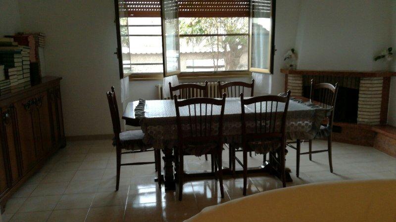 Appartamento in affitto a Fiumicino, 4 locali, zona Zona: Paese, prezzo € 1.300 | Cambio Casa.it