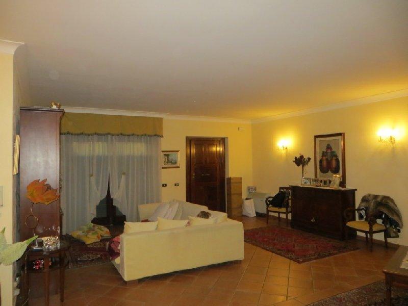 Villa in affitto a Fiumicino, 5 locali, zona Zona: Isola Sacra, prezzo € 1.350 | Cambio Casa.it