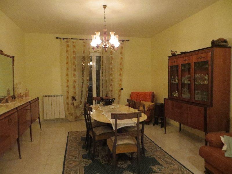 Appartamento in affitto a Fiumicino, 4 locali, zona Zona: Isola Sacra, prezzo € 1.000 | CambioCasa.it