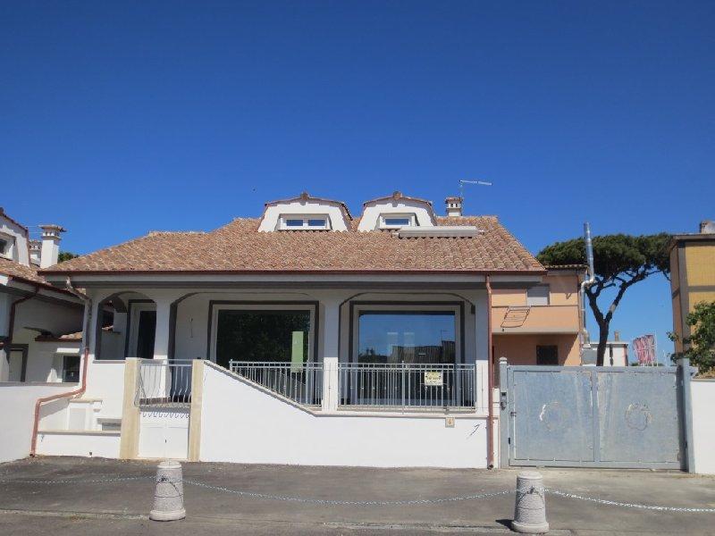 Ufficio / Studio in affitto a Fiumicino, 5 locali, zona Zona: Isola Sacra, prezzo € 2.000 | CambioCasa.it