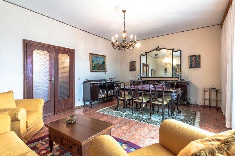 Appartamento in vendita a Fiumicino, 6 locali, zona Zona: Isola Sacra, prezzo € 175.000 | CambioCasa.it