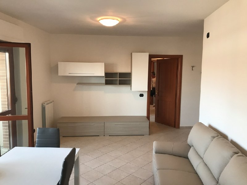 Attico / Mansarda in affitto a Fiumicino, 4 locali, zona Zona: Parco Leonardo, prezzo € 1.200 | CambioCasa.it