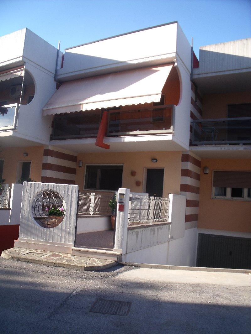 Villa a Schiera in vendita a Vasto, 6 locali, prezzo € 150.000 | Cambio Casa.it