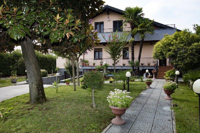 Villa in vendita a Cornaredo, 6 locali, prezzo € 710.000   CambioCasa.it