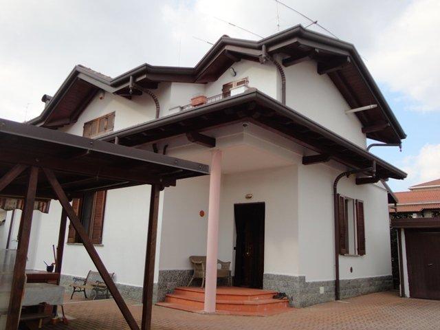 Villa in vendita a Busto Arsizio, 5 locali, prezzo € 550.000 | Cambio Casa.it