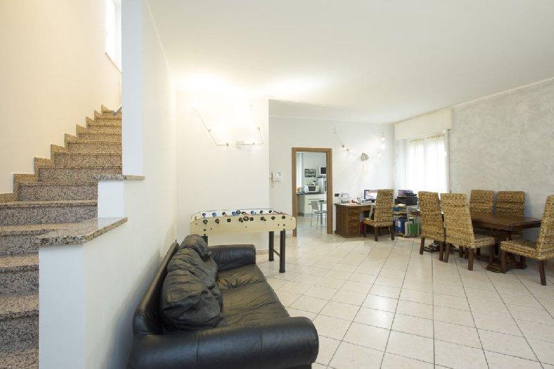 Villa in vendita a Parabiago, 4 locali, zona Zona: Villastanza, prezzo € 399.000 | Cambio Casa.it