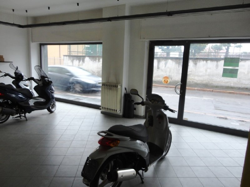 Immobile Commerciale in affitto a Canegrate, 2 locali, prezzo € 1.000 | Cambio Casa.it