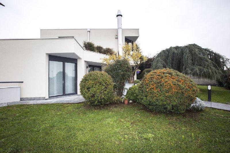Villa in Vendita a Pogliano Milanese