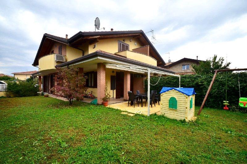 Villa Bifamiliare in Vendita a Olgiate Olona