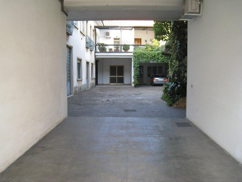 Laboratorio in affitto a Varedo, 2 locali, prezzo € 650   Cambio Casa.it