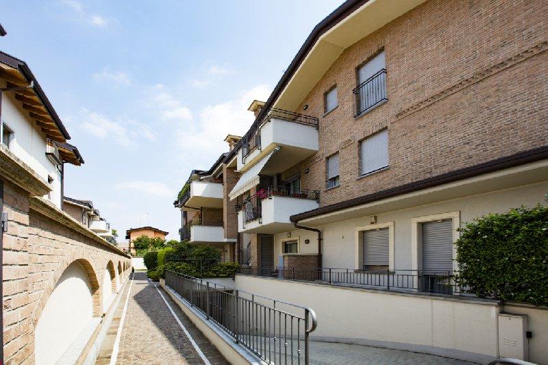 Bilocale Novate Milanese Via Cavour 4