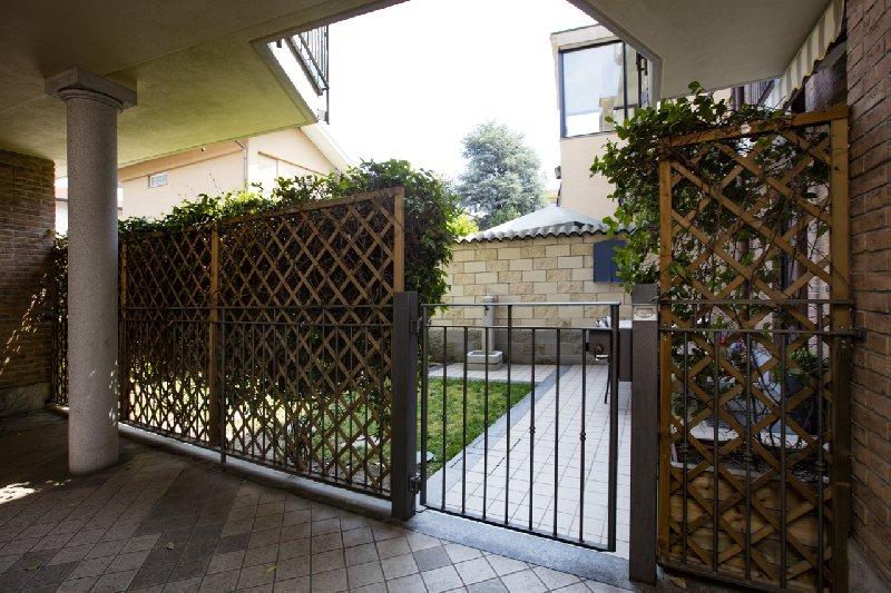 Bilocale Novate Milanese Via Cavour 3