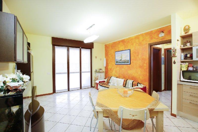 Appartamento in vendita a Canegrate, 2 locali, prezzo € 119.000 | Cambio Casa.it