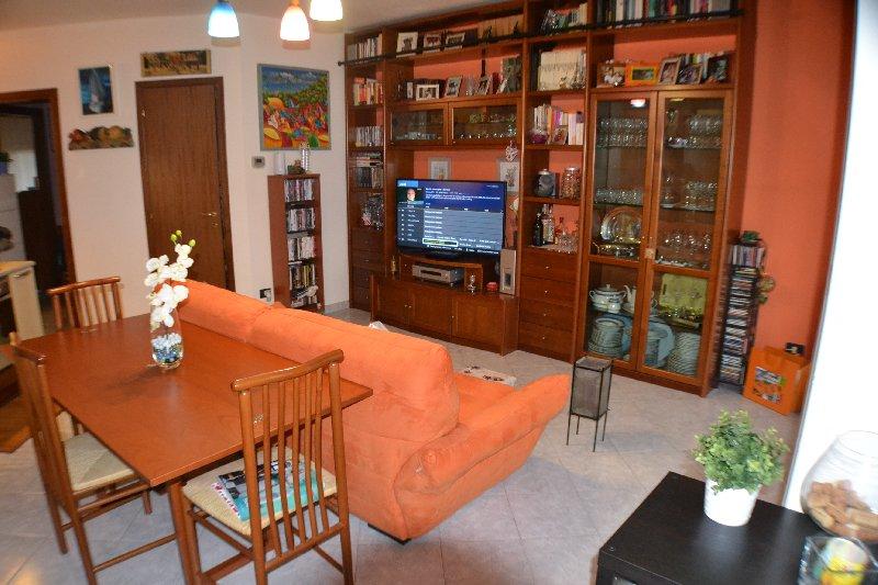 Appartamento in vendita a Vanzago, 2 locali, prezzo € 119.000 | Cambio Casa.it